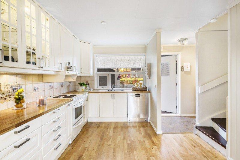 plan de travail cuisine couleur sofag. Black Bedroom Furniture Sets. Home Design Ideas