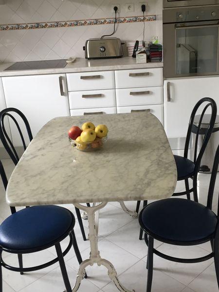 table de cuisine marbre sofag. Black Bedroom Furniture Sets. Home Design Ideas