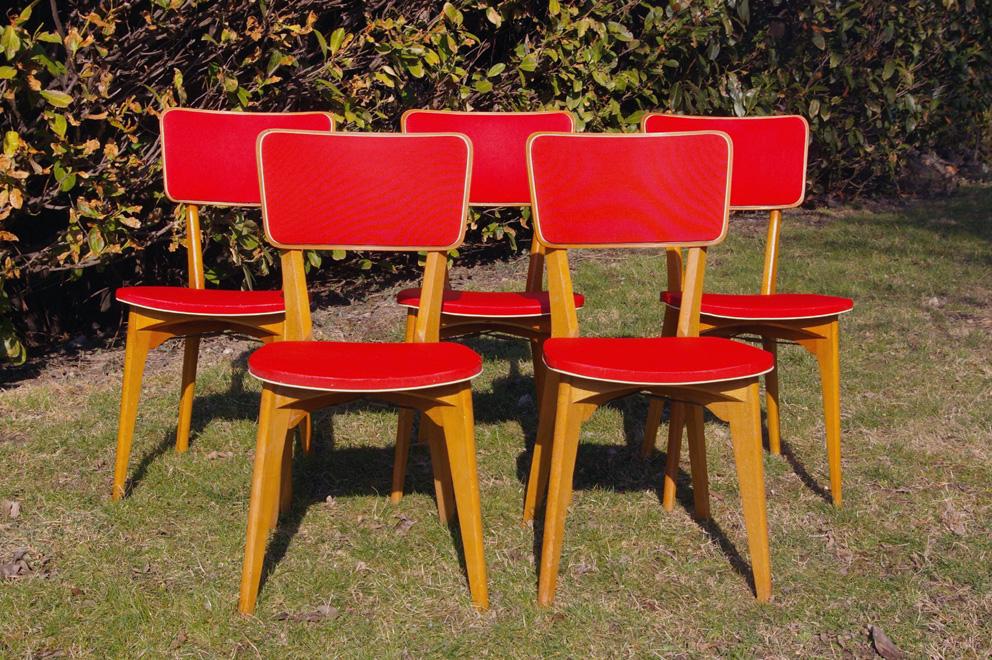 chaise vintage rouge sofag. Black Bedroom Furniture Sets. Home Design Ideas